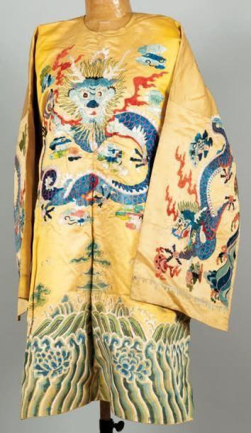 Un manteau chinois Probablement un costume...