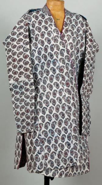 Un costume Costume persan Qadjar en technique...