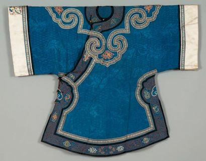 Un costume de soie, Chine A late 19th or...