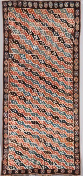Un tapis Caucasien Décor particulièrement...