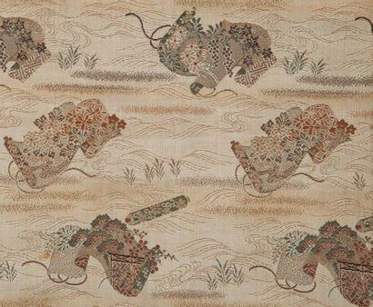 Un Obi en soie, Japon A Japanese silk Obi...