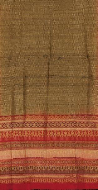 Un tissage indien Ce textile comporte quelques...