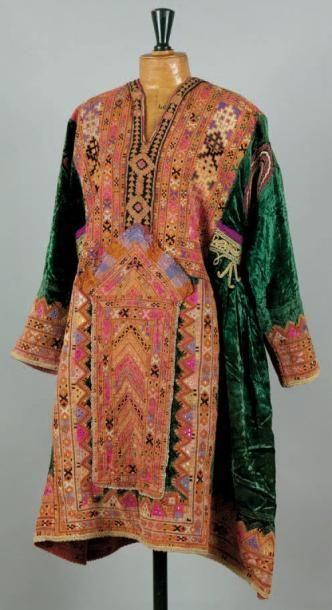 Un costume de femme Costume fabriqué en Inde....