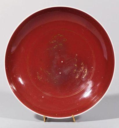 Petite coupelle en porcelaine émaillée rouge...