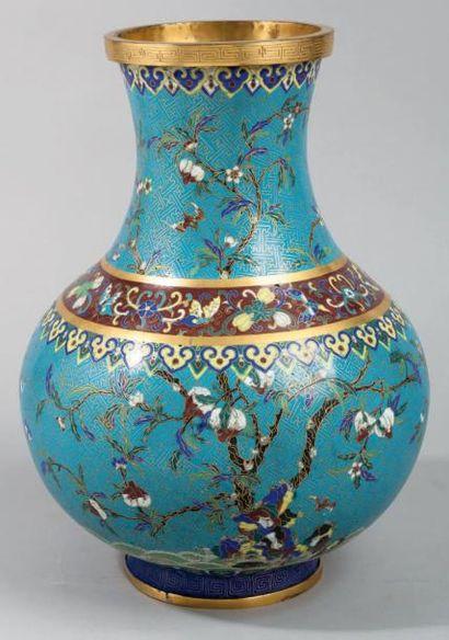 Important vase à panse globulaire en bronze...