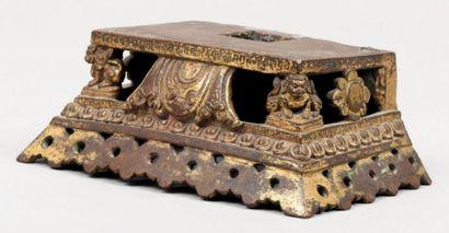 Très beau socle en bronze partiellement doré...
