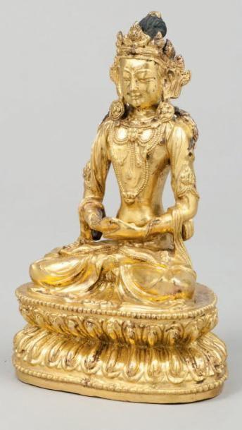 Bodhisattva richement paré en bronze doré...