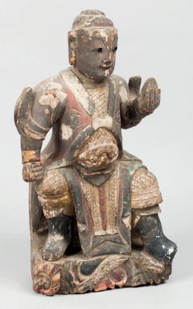Sujet en bois laqué représentant un Lokapala....