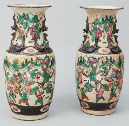 Paire de vases balustres en Nankin à décor...