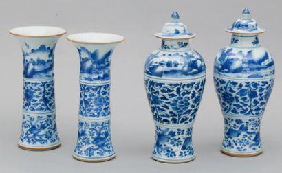 Garniture en porcelaine émaillée bleu et...