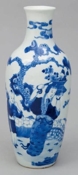 Vase à panse ovoïde en porcelaine émaillé...