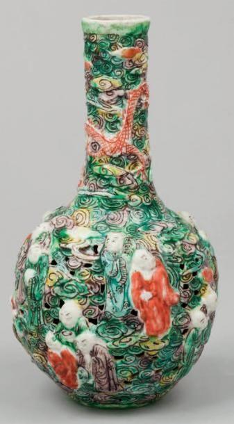 Vase à panse globulaire en porcelaine et...