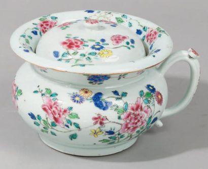 Pot de chambre en porcelaine de la famille...