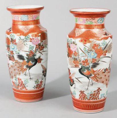 Paire de vases en porcelaine de Kutani à...