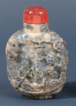 Tabatière en lapis lazuli à décor sculptés...