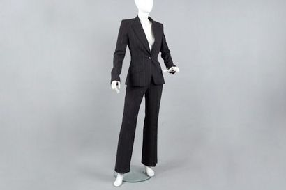DOLCE & GABBANA Tailleur pantalon en lainage à rayures, veste à col châle cranté,...