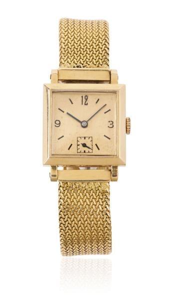 ANONYME Vers 1940 Montre bracelet en or. Boîtier carré. Cadran cuivre avec index...