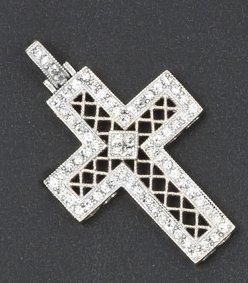 Pendentif «Croix» en or gris à décor ajouré...