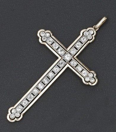 Croix en or jaune et or gris sertie de diamants....