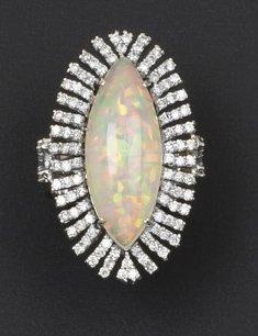 Bague en or gris 14k ornée d'une opale dans...