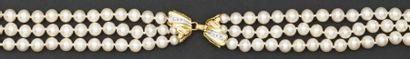 Collerette de trois rangs de perles de culture...
