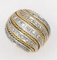 Bague en or de deux couleurs ornées de lignes...