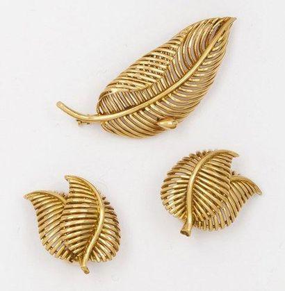 Parure «Feuille» en or jaune ajouré comprenant...