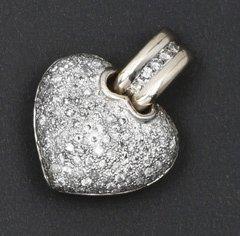 Pendentif «Coeur» en or gris pavé de diamants...