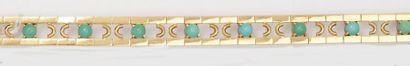 Bracelet en or jaune ajouré orné de cabochons...