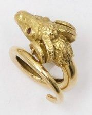 Bague «Tête de bélier» en or jaune ciselé,...