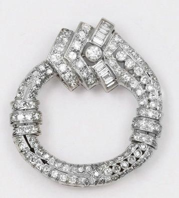 Broche «Boucle» en or gris sertie de diamants...