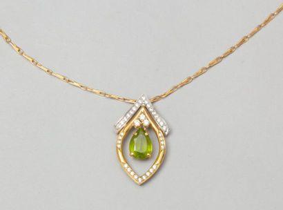 Chaîne et pendentif en or jaune orné de diamants...