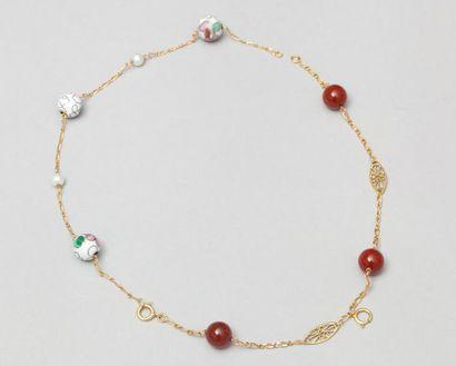 Deux bracelets en or jaune et boules de pierres dures ou émaillées. P. Brut 7,3...
