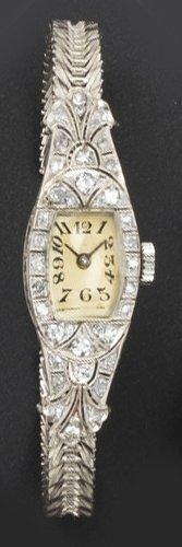 Bracelet montre de dame en platine, la lunette...