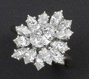 Bague «Fleur» en platine ornée d'un diamant...
