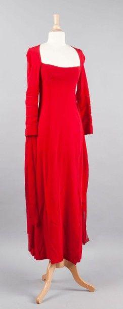 Paco RABANNE Robe longue en mousseline de soie rouge, décoleté carré sur un effet...
