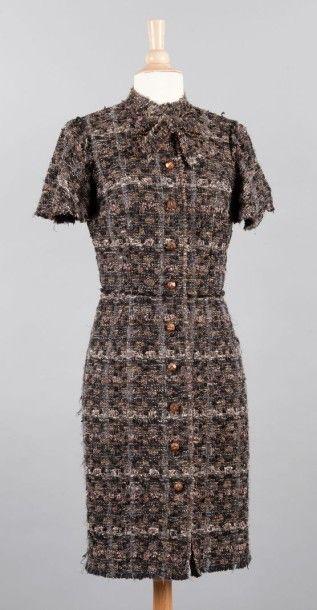 DOLCE & GABBANA Robe en tweed chiné dans les coloris de marron, gris, beige rehaussé...