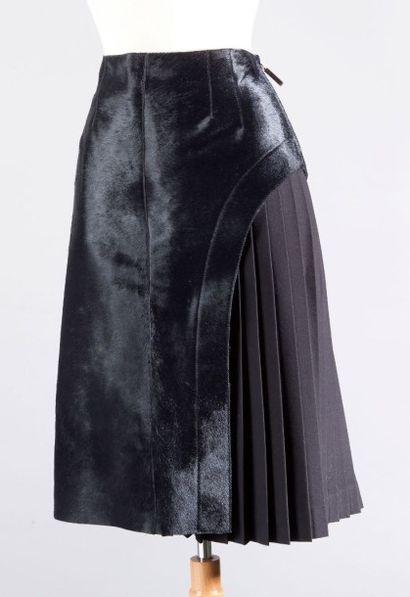 FENDI Lot composé d'un spencer en cuir double face noir mat, brillant, col châle...