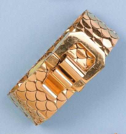 Bracelet ceinture en or jaune. Vers 1940-1950....
