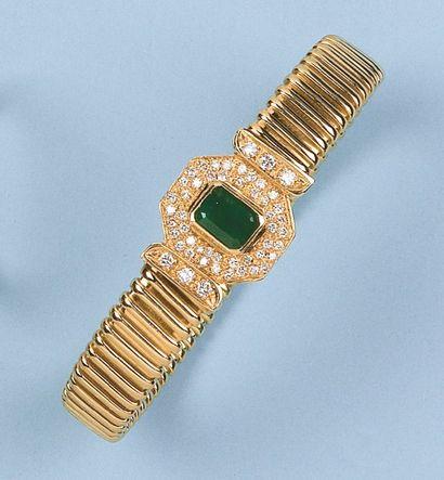 Bracelet souple en or jaune orné d'un motif...
