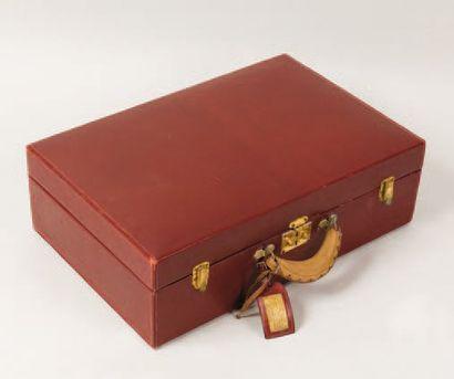 HERMÈS Paris *Valise en cuir rouge Hermès,...