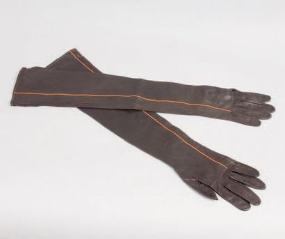 HERMÈS Paris *Paire de gants longs en agneau...