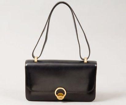 HERMÈS Paris *Sac « Ring « en cuir noir,...