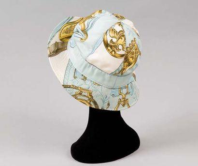HERMES Paris boutique sport *Chapeau en soie...