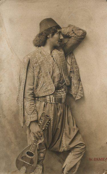 W. Damry Musicien turc, c. 1910.