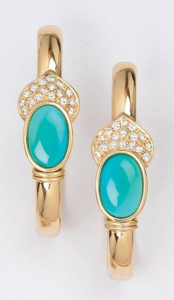 Paire d'anneaux d'oreilles en or jaune godronné...