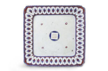 Plat de forme quadrangulaire en porcelaine...