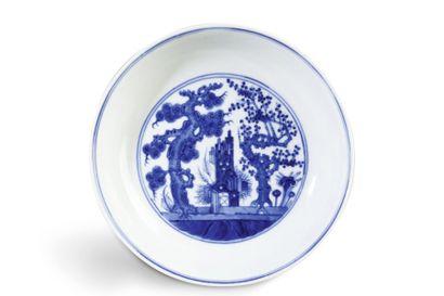 Coupe en porcelaine blanche et bleu sous...