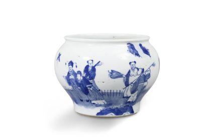 Petite jarre en porcelaine bleu-blanc, la...