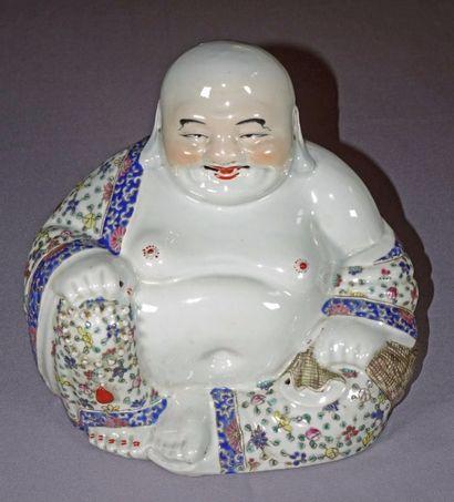 Sujet en porcelaine et émaux polychrome représentant...